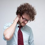 寝違えた首に効くストレッチ!痛みを和らげる対処や治し方